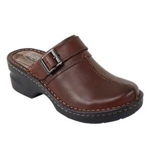 NWT Eastland Mae Brown Leather Mule Clogs